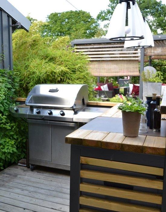 Backyard outdoor kitchen installation